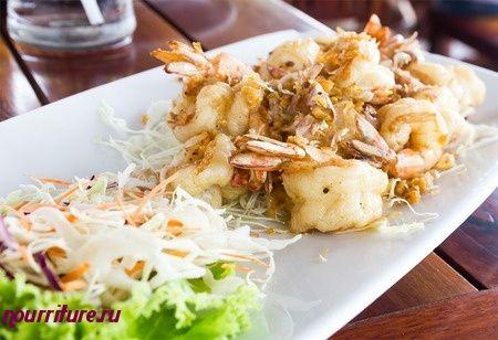 Салат из морепродуктов с ароматными травами