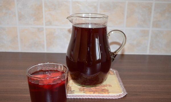 Напиток из чёрной смородины при тонзиллите и фарингите