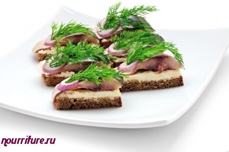 Бутерброды-ассорти с кильками, сельдью или сыром