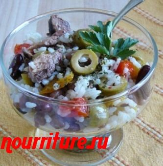 Салат из консервированной рыбы с маслинами и рисом