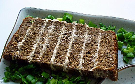 Торт бутербродный из ржаного хлеба с селёдочной массой