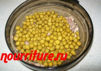 Салат из консервированной рыбы с яйцами