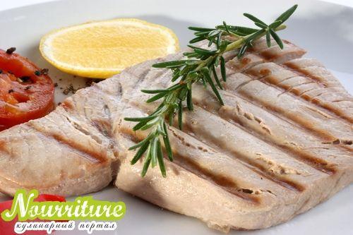 Салат из жареного тунца с сельдереем