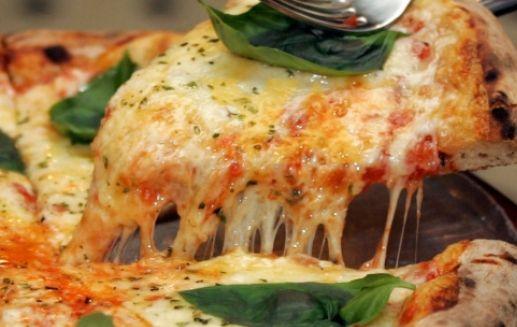 Пицца с сельдью и майорнаном по-неаполитански