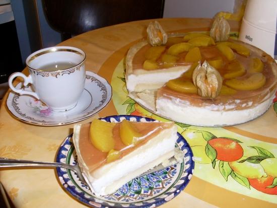 Торт сливочно-творожный с персиковым желе