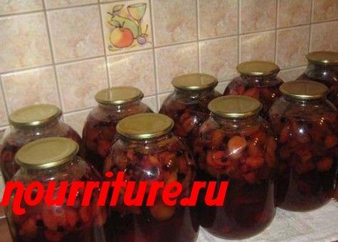 Компот из черноплодной рябины с яблоками, грушами, айвой и сливами