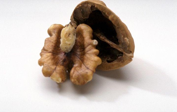 Грецкий орех лечит грибок