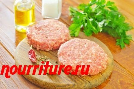 Жаркое из мясного фарша с семенами пинии или кедровыми орехами