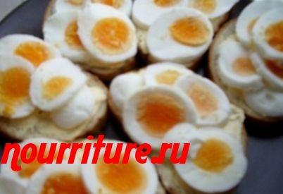 Бутерброды с икорным маслом и яйцом
