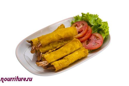 Обжаренный тайский рис с креветками и базиликом