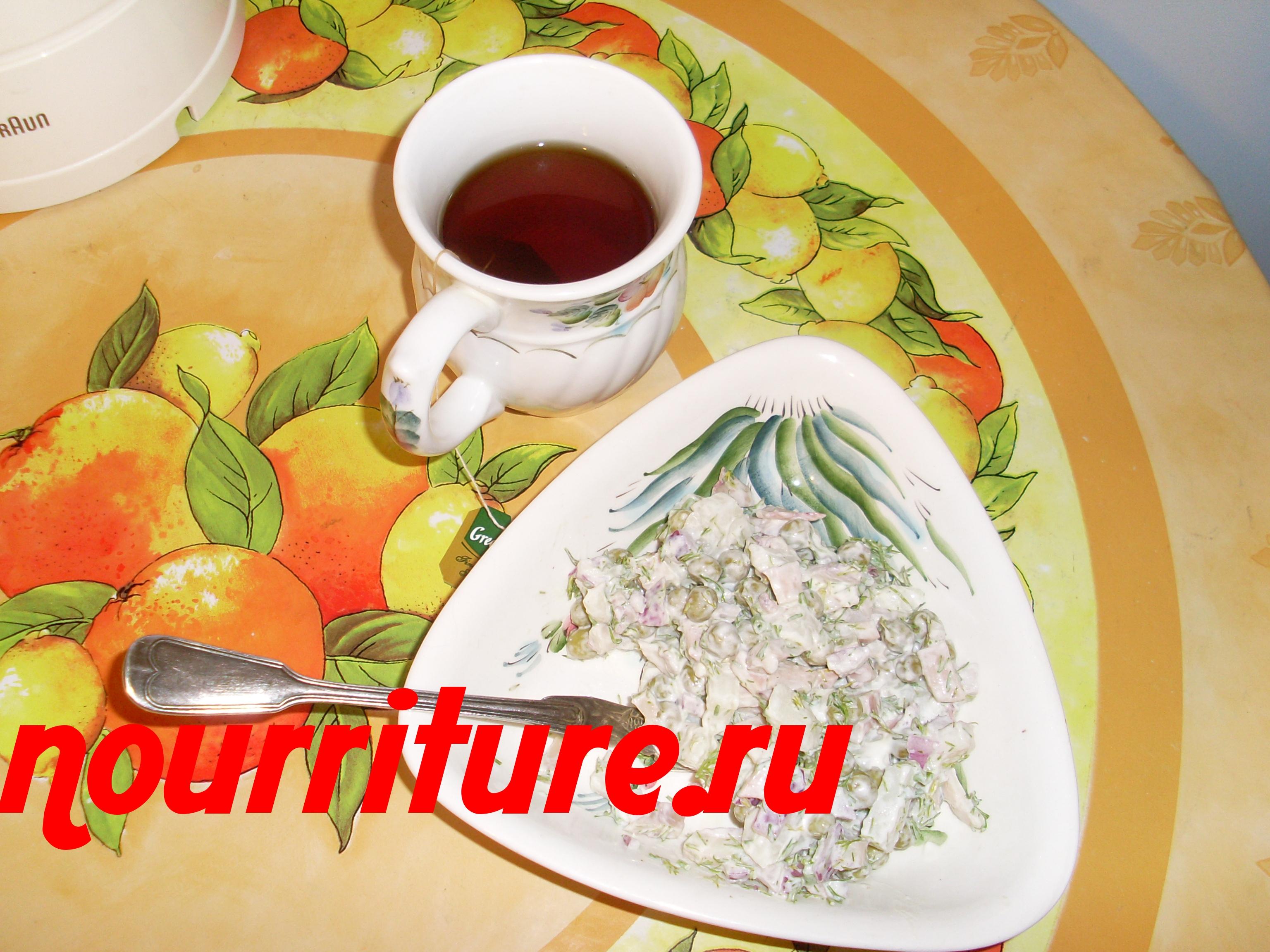 Салат из кальмаров с луком и картофелем