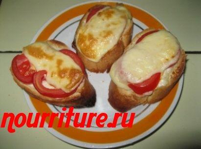 Гренки с рыбой, сыром и помидорами