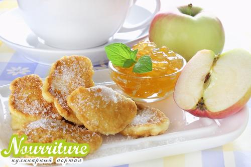 Яблоки в тесте по-чешски