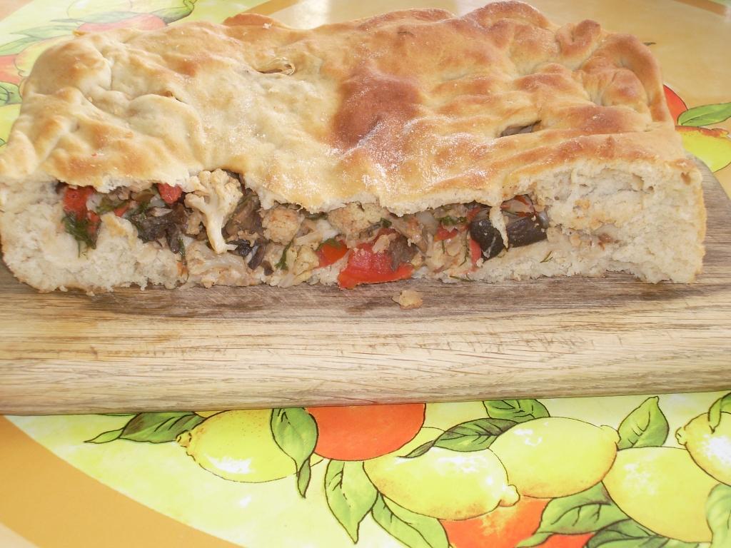 Пирог с пряной цветной капустой и опятами
