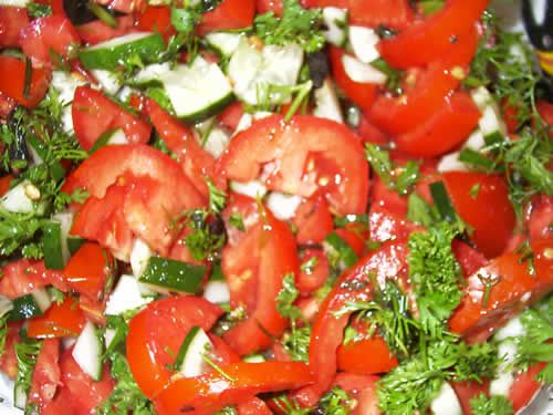 Салат с цветной капустой, помидорами и сладким перцем