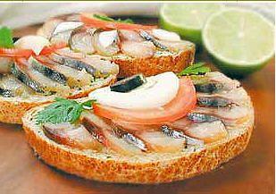 Бутерброды-ассорти со скумбрией