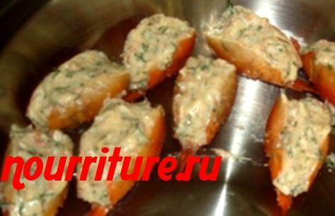 Раки варёные с овощным салатом