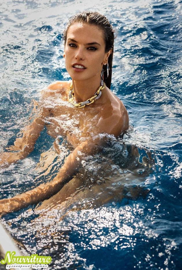 Алессандра Амбросио позирует журналу Maxim