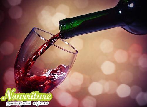 Питательная маска из красного вина с творогом
