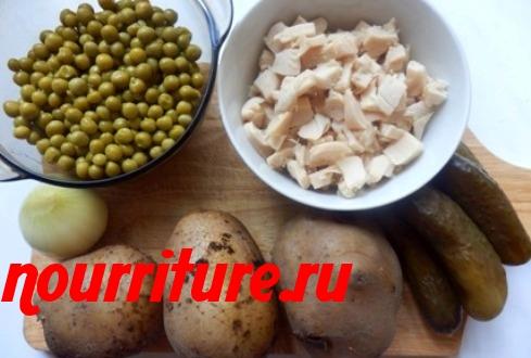 Картофельный салат с кальмарами и зеленью