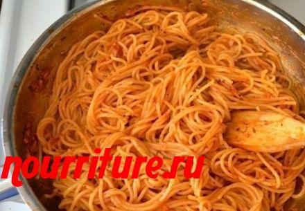 Отварные макароны в томате