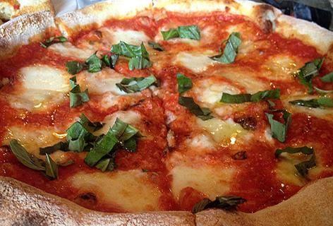 Пицца с сельдью  по-неаполитански
