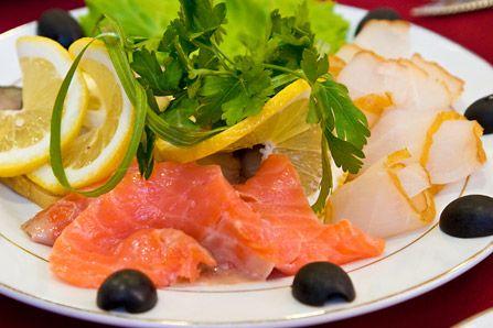Малосольная деликатесная рыба (сёмга, балык белорыбицы, лососина или бок белуги)