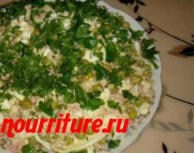 Салат из печени трески с зелёным горошком и рисом