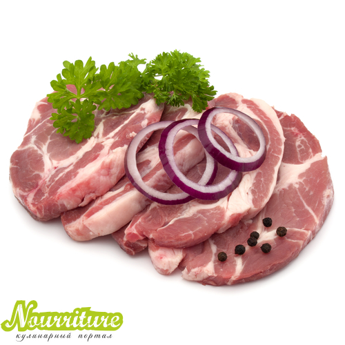 Свиная шейка, запечённая с луком и петрушкой