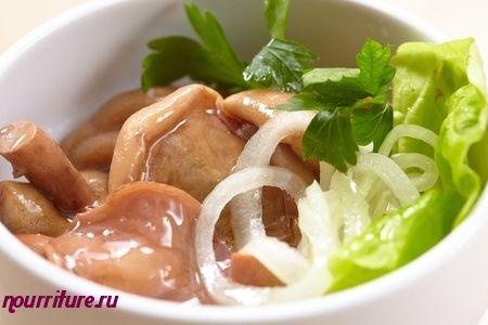 Салат из мойвы с солёными грибами