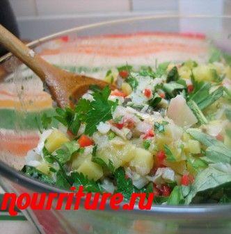Салат из отварной рыбы и сладкого красного перца