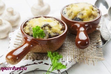 Сморчки, запечённые в сметане (с яйцом, сыром и зеленью)
