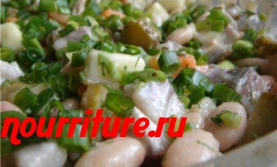 Салат из сельди и солёных огурцов