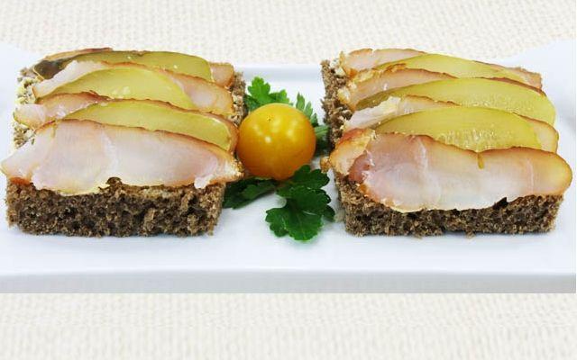 Бутерброды с копчёной рыбой