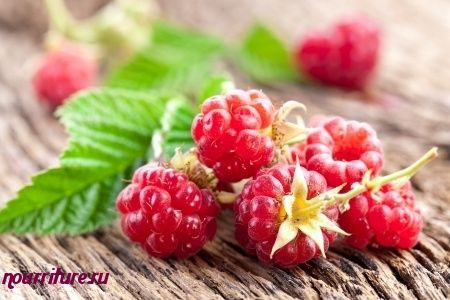 Настой из ягод малины при ангине и воспалении гортани