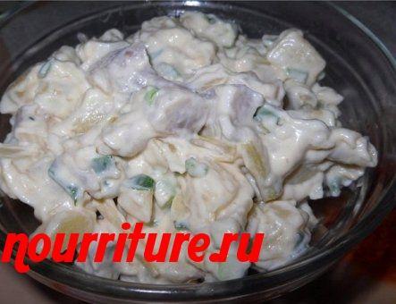Салат из сельди, зелёной стручковой фасоли и картофеля