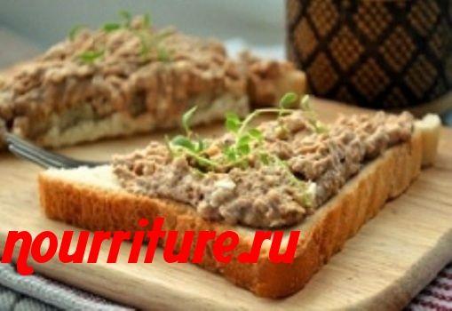 Бутерброды с рыбными консервами и огурцами