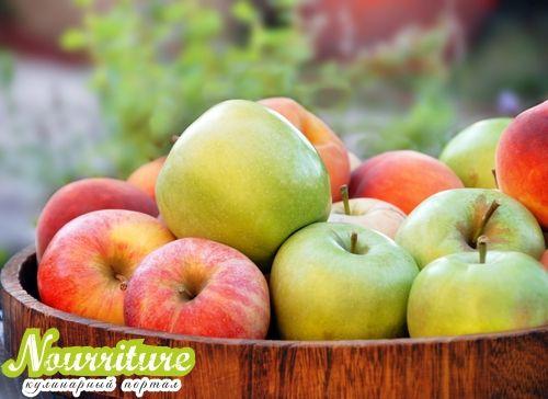 Как консервировать компот из яблок?