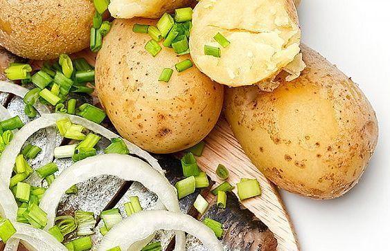 Салат из солёный сельди с картофелем