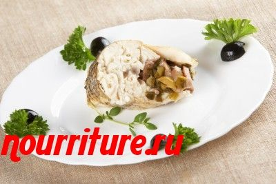 Карп, фаршированный кислой капустой и грибами