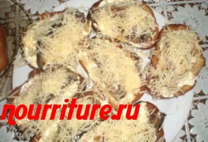 Бутерброды со шпротами и сыром