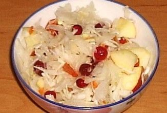 Салат из квашеной белокочанной капусты (провансаль)