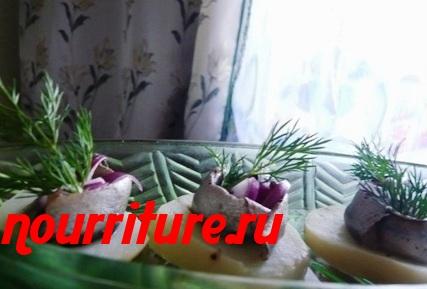 Филе солёных килек с картофелем и зелёным луком