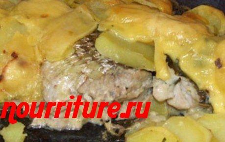 Рыба, запечённая в сметане, с картофелем