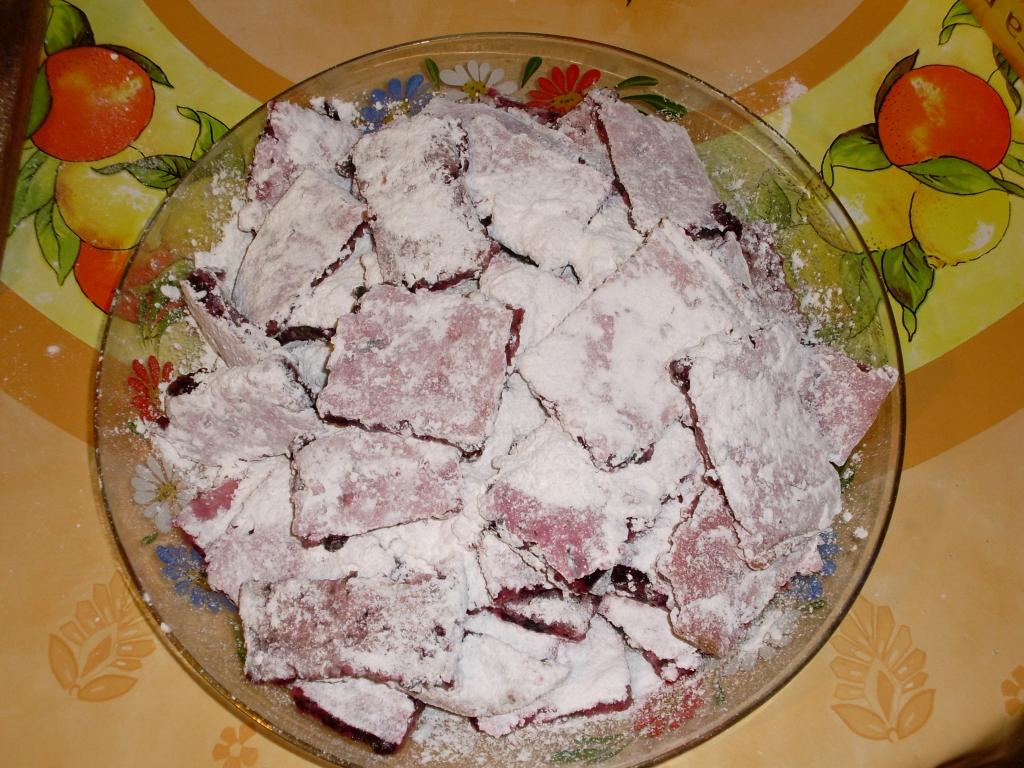 Бисквитная пастила из чёрной смородины