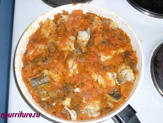 Пикша с морковью и баклажанами
