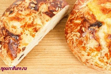 Мазанец (пасхальный хлеб с изюмом и миндалём)