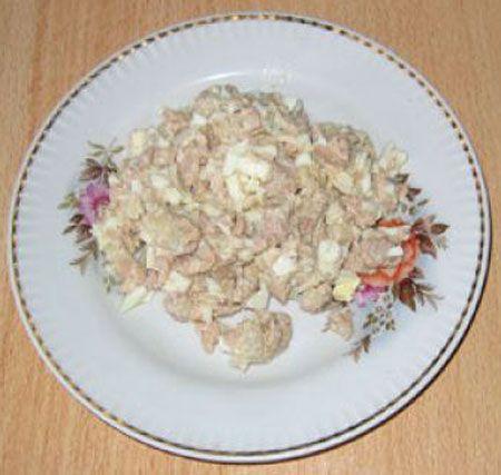 Салат из печени трески с яйцами