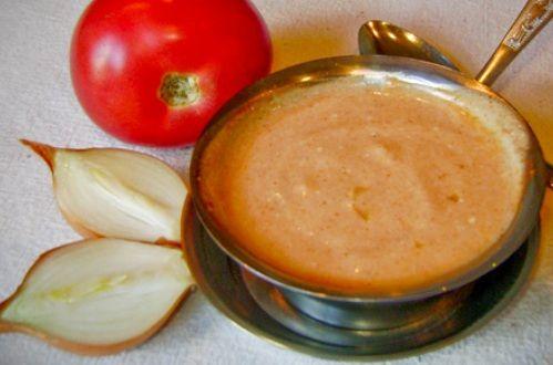Соус сметанный с томатом и луком