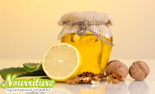Общеукрепляющая смесь на основе кагора, мёда, грецких орехов и алоэ